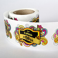 Les étiquettes en rouleaux peuvent avoir une forme au choix et sont imprimées sur divers supports.